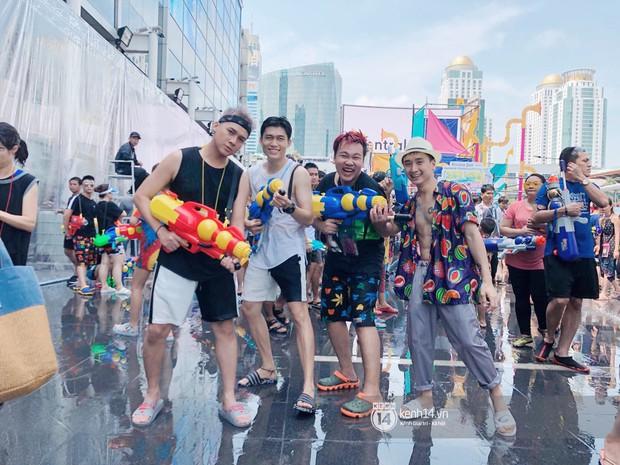 Hàng ngàn bạn trẻ Việt đang đổ về Bangkok để hoà vào dòng người chơi té nước Songkran! - Ảnh 6.