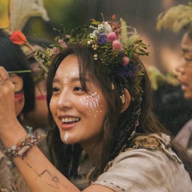 Vừa lộ diện, nữ thần Hậu duệ mặt trời Kim Ji Won đã bị tiểu tam tin đồn của đôi Song Song lấn lướt về nhan sắc? - Ảnh 1.