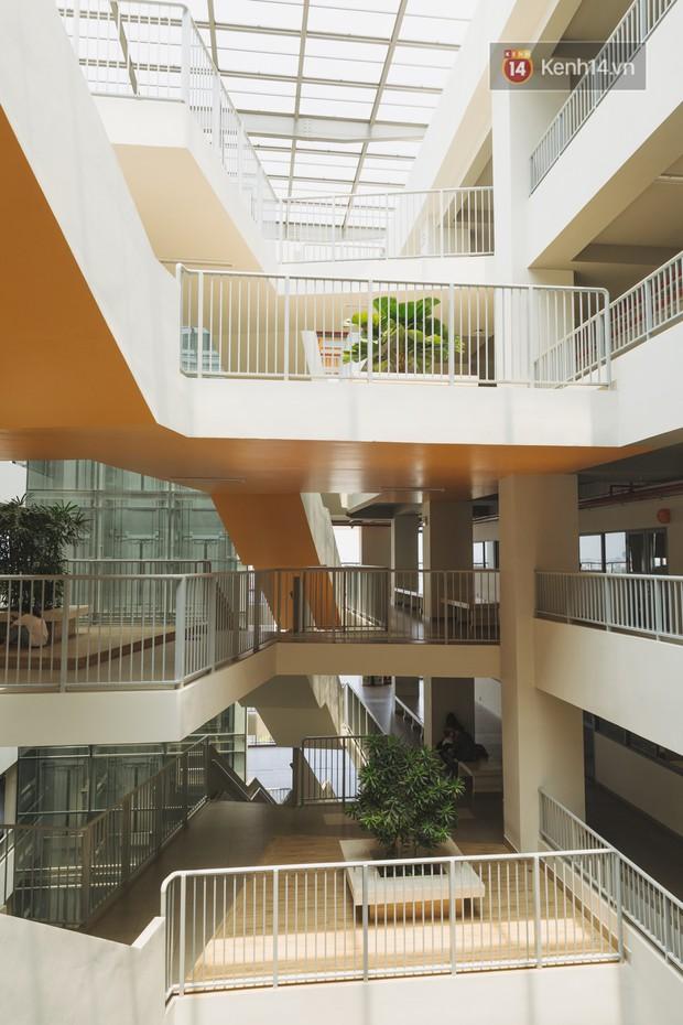 Thiên đường sống ảo mới ở Sài Gòn gọi tên ĐH Văn Lang: Đẹp như trung tâm thương mại, lên hình lung linh bất chấp mọi ngóc ngách - Ảnh 6.