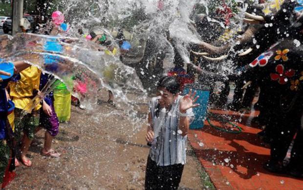 Thái Lan tưng bừng hoạt động mừng Lễ hội té nước Songkran - Ảnh 1.