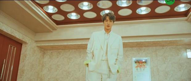 Đây là thứ ấn tượng đọng lại ngay khi mọt phim xem MV Boy With Luv của BTS - Ảnh 2.