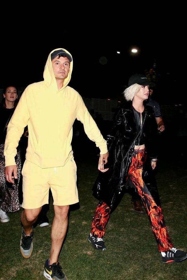 Dàn sao nổi tiếng thế giới quy tụ tại Coachella 2019: Selena đụng độ Hailey Bieber, Black Pink quá nổi giữa dàn sao - Ảnh 9.