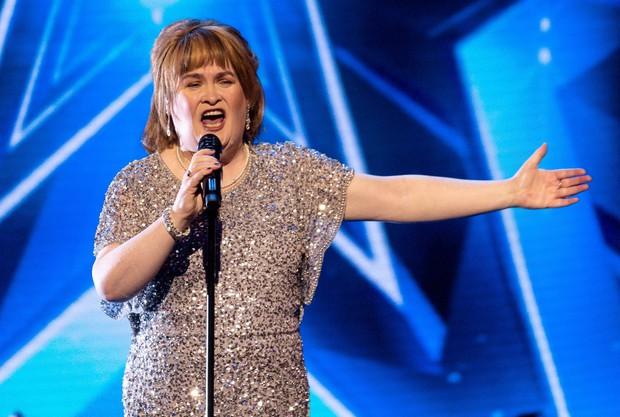 Sau 10 năm, Susan Boyle trở lại Britains Got Talent với ngoại hình trẻ trung hơn trước - Ảnh 4.
