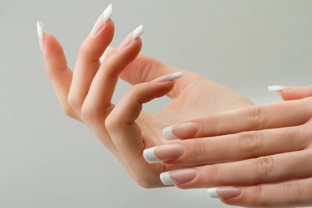 Phải làm gì khi thấy móng tay quá giòn, mỏng và dễ gãy? - Ảnh 3.