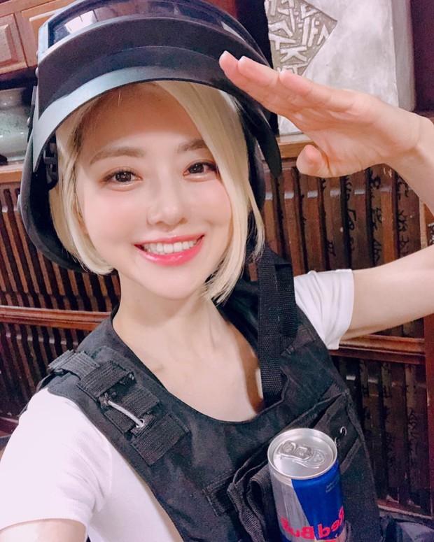 Phát hiện cô nàng chiếm spotlight tại Tết té nước Songkran, tìm info mới biết hóa ra là người quen - Ảnh 7.