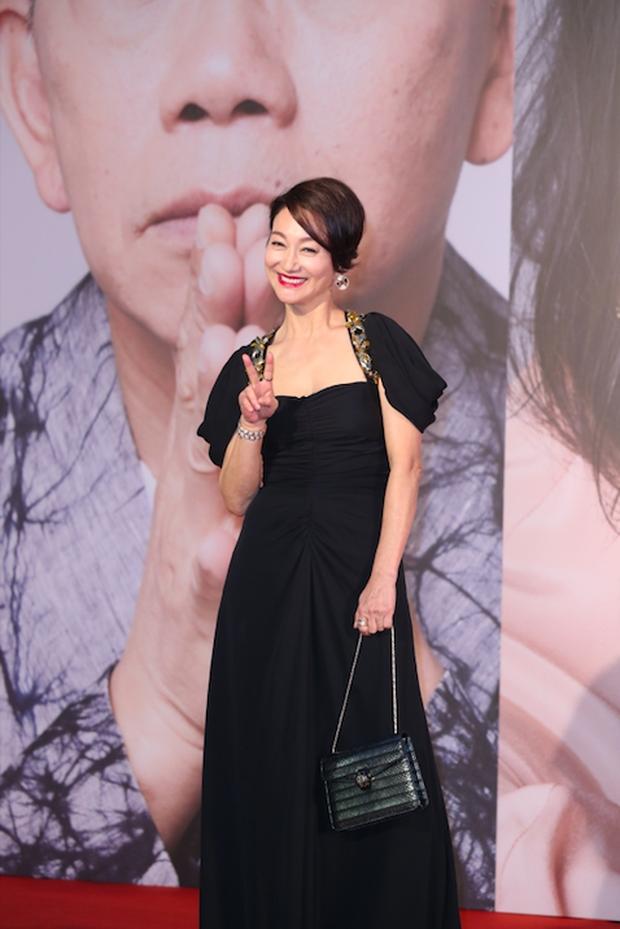 Lễ trao giải Kim Tượng: Song Hye Kyo bị chê hơi dừ, Hồ Định Hân ra sức chặt chém dàn mỹ nhân khoe body hết cỡ - Ảnh 21.
