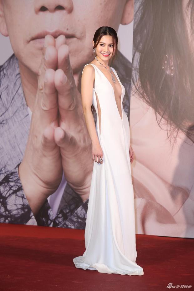 Lễ trao giải Kim Tượng: Song Hye Kyo bị chê hơi dừ, Hồ Định Hân ra sức chặt chém dàn mỹ nhân khoe body hết cỡ - Ảnh 25.
