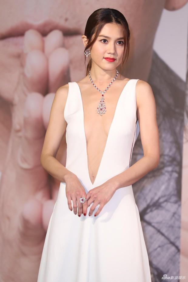 Lễ trao giải Kim Tượng: Song Hye Kyo bị chê hơi dừ, Hồ Định Hân ra sức chặt chém dàn mỹ nhân khoe body hết cỡ - Ảnh 26.