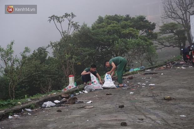 Thị trấn Tam Đảo chìm trong màn sương dịp lễ Giỗ tổ, nhiều du khách thích thú chụp ảnh - Ảnh 7.