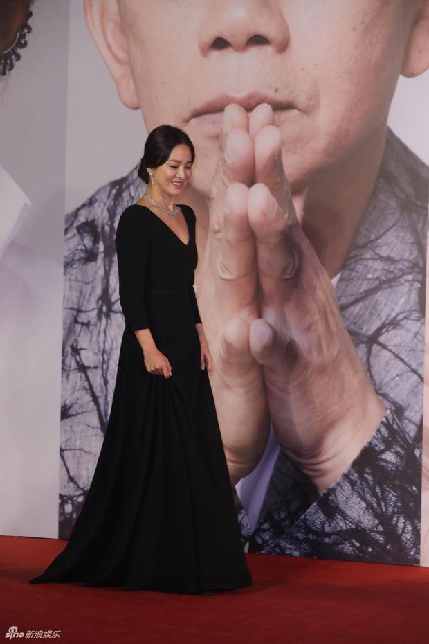Kiên quyết giấu nhẫn cưới, Song Hye Kyo bất ngờ tiết lộ có con với Vương Gia Vệ tại Kim Tượng - Ảnh 5.