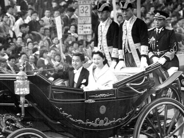 Nhan sắc kiều diễm của Hoàng hậu thường dân Michiko thời trẻ, khiến vua say đắm đến phá bỏ quy tắc Hoàng gia - Ảnh 2.