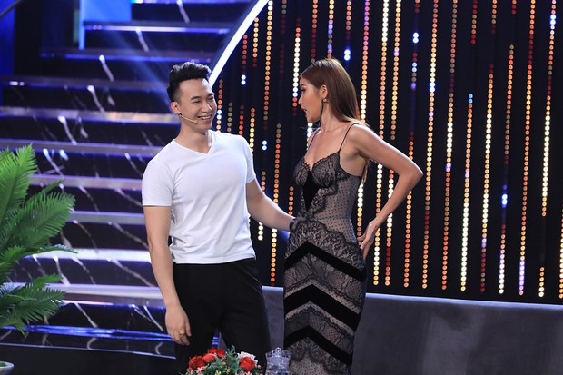 Lâm Vỹ Dạ xin lỗi chồng, Hương Giang che mắt trước màn vén áo khoe cơ bụng của dàn mỹ nam - Ảnh 7.