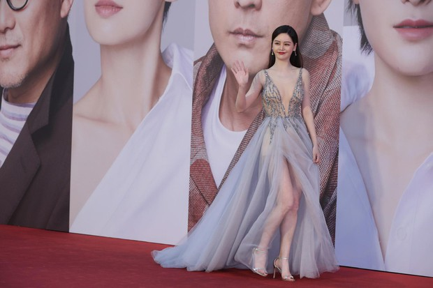 Lễ trao giải Kim Tượng: Song Hye Kyo bị chê hơi dừ, Hồ Định Hân ra sức chặt chém dàn mỹ nhân khoe body hết cỡ - Ảnh 16.