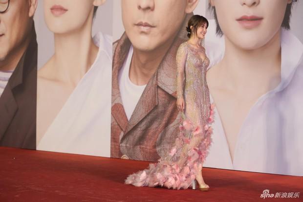 Lễ trao giải Kim Tượng: Song Hye Kyo bị chê hơi dừ, Hồ Định Hân ra sức chặt chém dàn mỹ nhân khoe body hết cỡ - Ảnh 29.