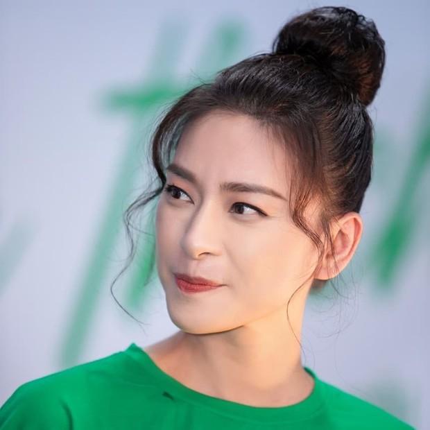 Trẻ đẹp quên thời gian thật, nhưng Ngô Thanh Vân cũng khéo chọn kiểu tóc lắm thì mới hack tuổi đỉnh đến vậy - Ảnh 1.