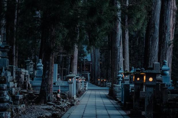 Khám phá Nghĩa trang Okunoin: Nơi được mệnh danh thánh địa thiêng liêng nhất Nhật Bản, có 5000 chiếc lồng đèn không bao giờ tắt - Ảnh 9.