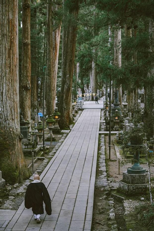 Khám phá Nghĩa trang Okunoin: Nơi được mệnh danh thánh địa thiêng liêng nhất Nhật Bản, có 5000 chiếc lồng đèn không bao giờ tắt - Ảnh 12.