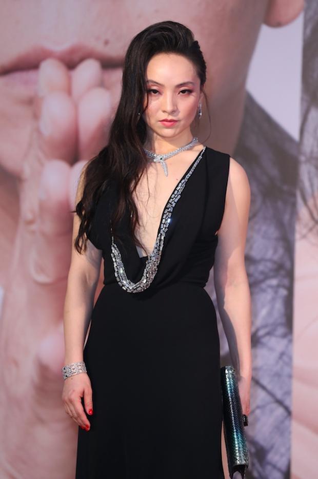 Lễ trao giải Kim Tượng: Song Hye Kyo bị chê hơi dừ, Hồ Định Hân ra sức chặt chém dàn mỹ nhân khoe body hết cỡ - Ảnh 24.