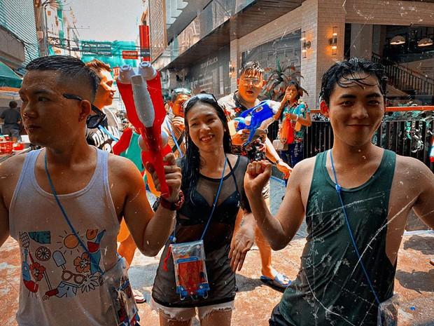 Đã mắt với loạt khoảnh khắc nóng bỏng của giới trẻ Việt tại lễ hội Songkran 2019 - Ảnh 12.