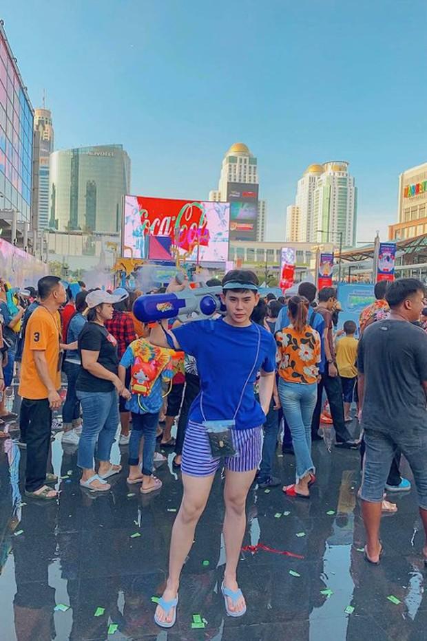Đã mắt với loạt khoảnh khắc nóng bỏng của giới trẻ Việt tại lễ hội Songkran 2019 - Ảnh 8.