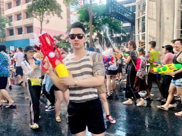 Đã mắt với loạt khoảnh khắc nóng bỏng của giới trẻ Việt tại lễ hội Songkran 2019 - Ảnh 6.