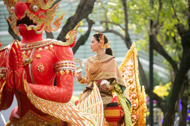 Dân tình náo loạn với nhan sắc cực phẩm của nữ thần Thungsa trong lễ Songkran 2019 tại Thái Lan - Ảnh 7.