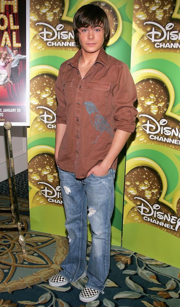 Dàn sao nhí Disney làm nên tuổi thơ của 9X sau hơn 1 thập kỷ: Lột xác ngoạn mục, hầu hết đều đã có nửa kia - Ảnh 1.