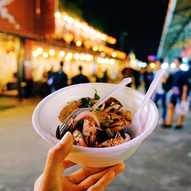 Quẩy nhiệt tình với Tết té nước Songkran xong đừng quên ghé qua khu chợ đêm nổi tiếng này ở Bangkok để ăn sập thế giới nhé! - Ảnh 8.