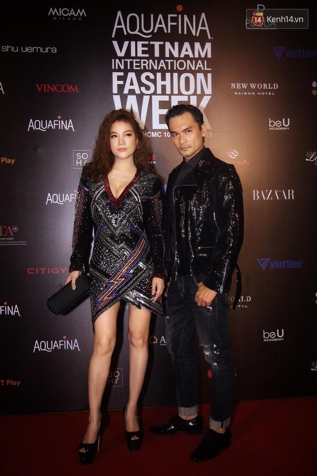 Diện váy trước Trương Ngọc Ánh, Lisa (Black Pink) sexy hơn hẳn nhờ công sáng tạo của stylist - Ảnh 1.