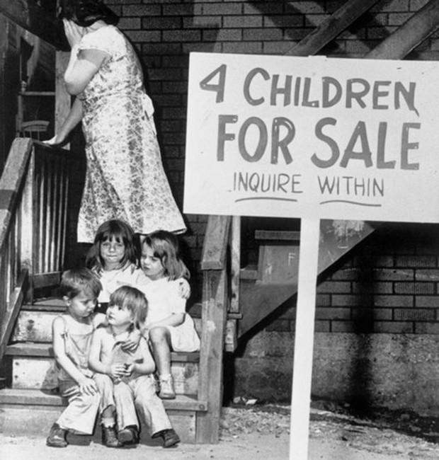 Cám cảnh gia đình người Mỹ treo biển bán 4 con đẻ của mình - Ảnh 1.