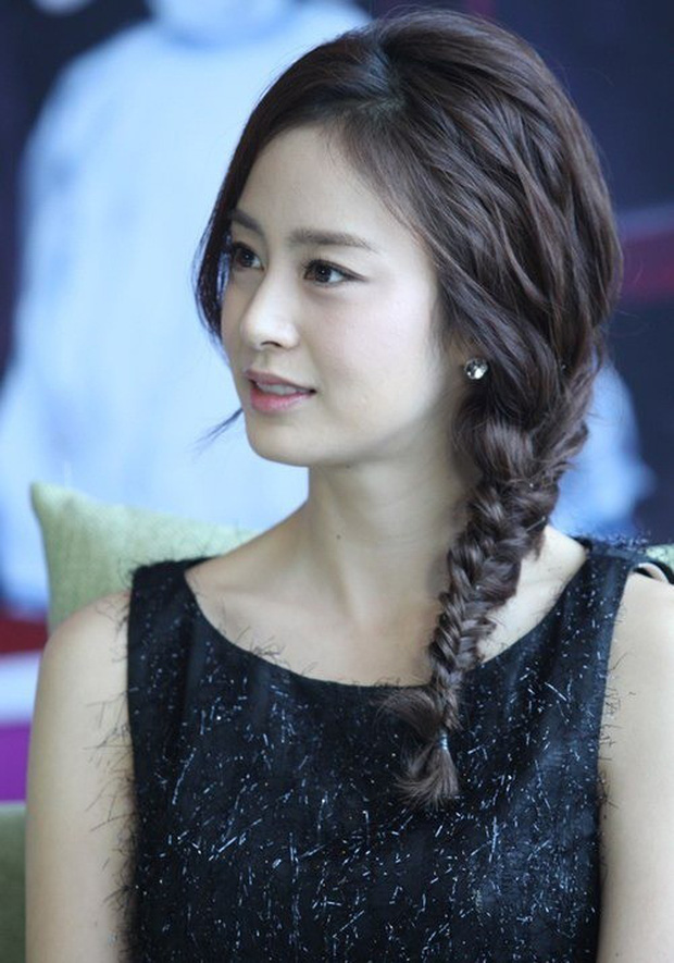 Vẻ đẹp của Kim Tae Hee: Từ nữ thần đại học đến biểu tượng nhan sắc, cả cái bóng phản chiếu trên tường cũng thừa sức gây sốt - Ảnh 15.