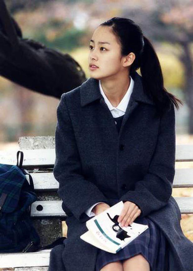 Vẻ đẹp của Kim Tae Hee: Từ nữ thần đại học đến biểu tượng nhan sắc, cả cái bóng phản chiếu trên tường cũng thừa sức gây sốt - Ảnh 5.