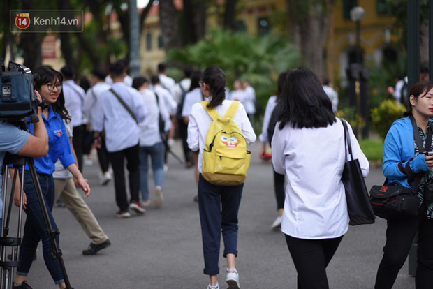 Không chờ bị đuổi, một sinh viên ở Hoà Bình được sửa điểm để đỗ Thương mại tự viết đơn xin nghỉ học - Ảnh 1.
