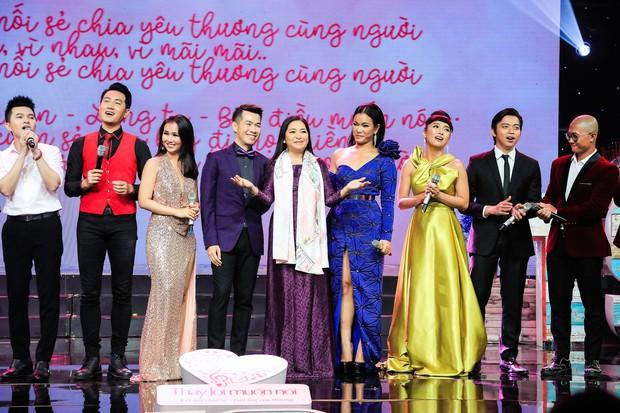 Khép lại 19 năm thanh xuân, MC Quỳnh Hương rơi nước mắt trong số cuối cùng dẫn Thay lời muốn nói - Ảnh 21.
