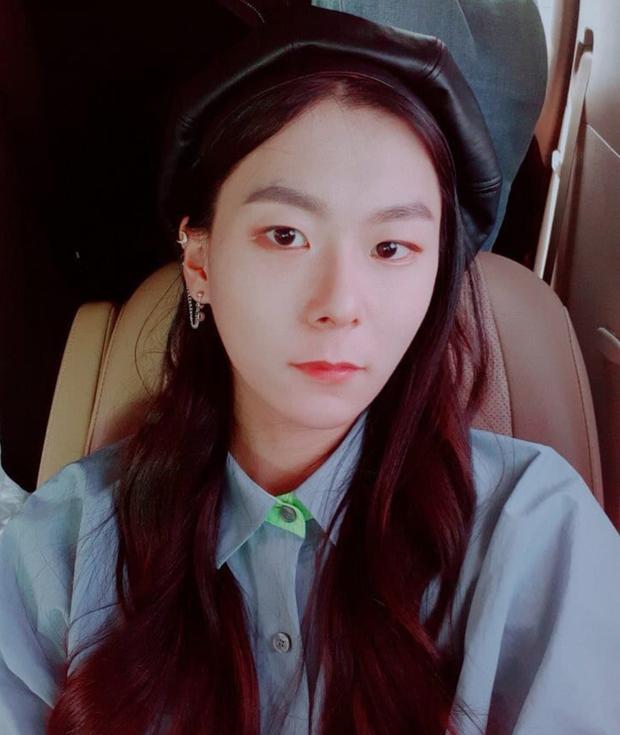 Sốc với ngoại hình idol từng gây bão ở Produce 101: Tóc dài thướt tha khiến con gái ghen tị, ai ngờ là nam rapper - Ảnh 5.
