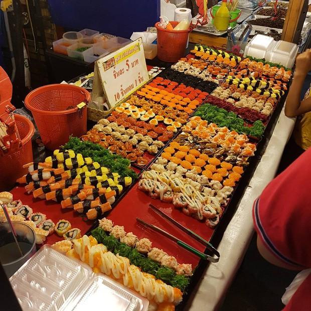 Quẩy nhiệt tình với Tết té nước Songkran xong đừng quên ghé qua khu chợ đêm nổi tiếng này ở Bangkok để ăn sập thế giới nhé! - Ảnh 13.