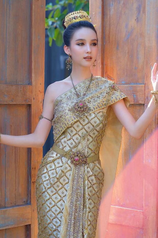 Yoshi diện quốc phục Thái, khoe vẻ ngoài tuyệt sắc xứng danh nữ thần tại Songkran 2019 - Ảnh 4.