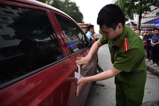 Hà Nội: Cháy tại tầng 32 chung cư HH Linh Đàm, khói đen bốc nghi ngút khiến nhiều người hoảng sợ - Ảnh 5.