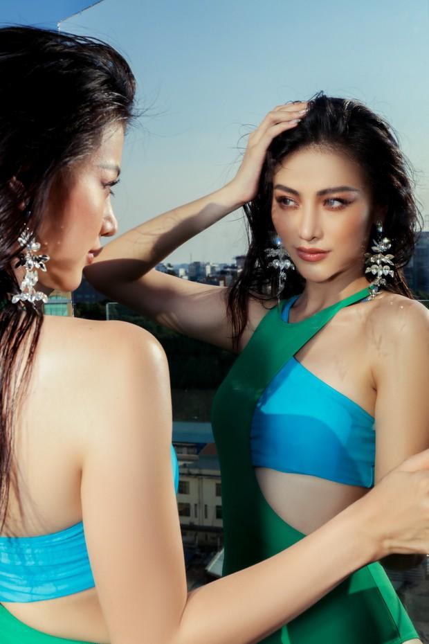 Hoa hậu Phương Khánh mặc bikini khoe body nóng bỏng, chân dài thẳng tắp trên nóc toà nhà cao tầng - Ảnh 8.