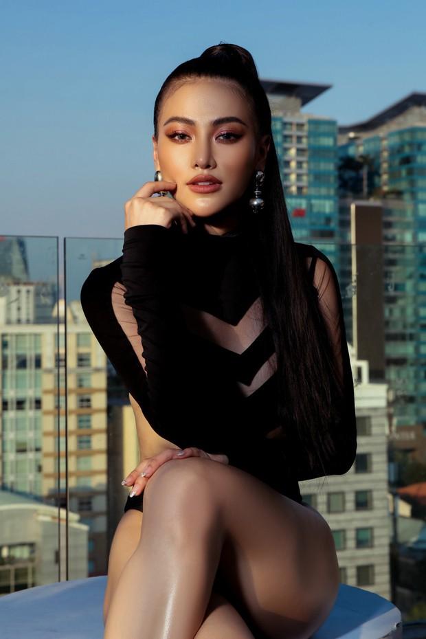 Hoa hậu Phương Khánh mặc bikini khoe body nóng bỏng, chân dài thẳng tắp trên nóc toà nhà cao tầng - Ảnh 15.