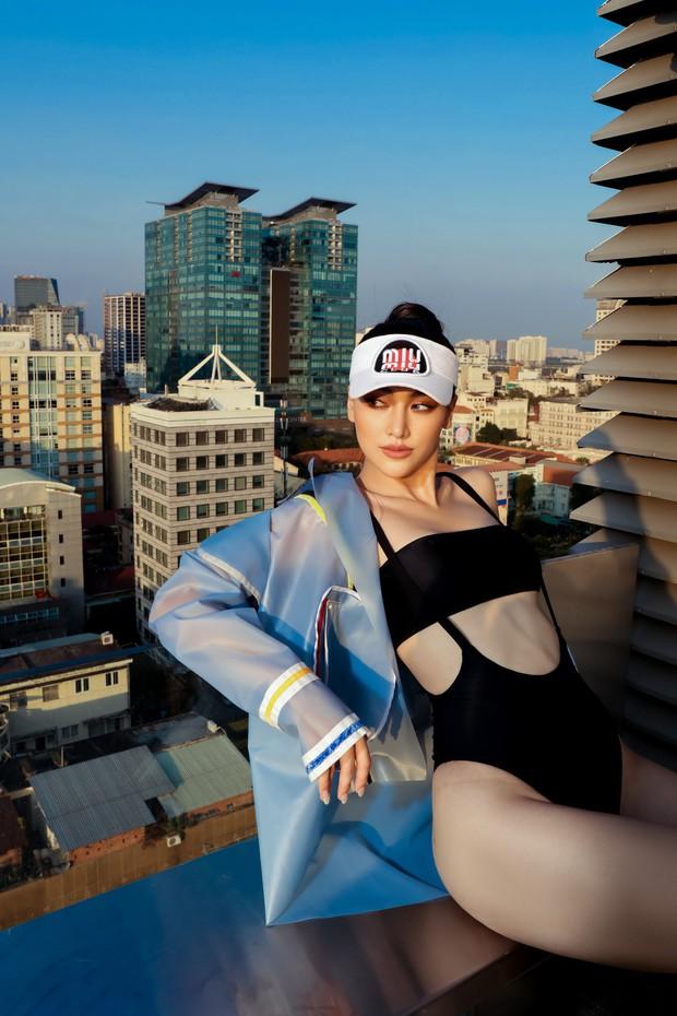 Hoa hậu Phương Khánh mặc bikini khoe body nóng bỏng, chân dài thẳng tắp trên nóc toà nhà cao tầng - Ảnh 20.