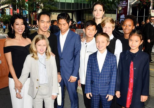 Mới chính thức ly dị được 2 ngày, Angelina Jolie đã có hành động phũ phàng nhằm đoạn tuyệt hoàn toàn với Brad Pitt - Ảnh 2.