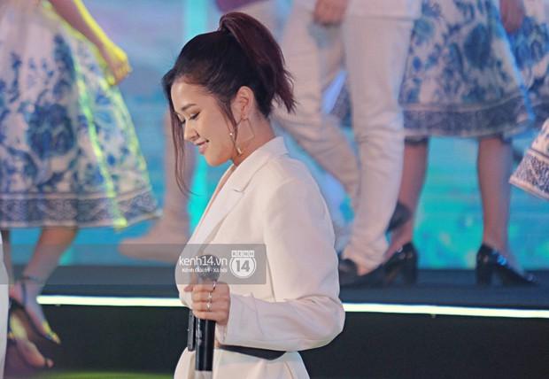 Siêu sao Crazy Rich Asians Dương Tử Quỳnh rạng rỡ bên chồng quyền lực, Min và Erik cực nhiệt tại sự kiện ở Hà Nội - Ảnh 17.