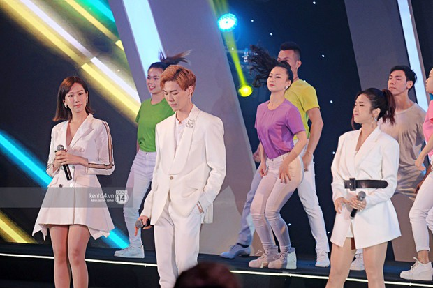 Siêu sao Crazy Rich Asians Dương Tử Quỳnh rạng rỡ bên chồng quyền lực, Min và Erik cực nhiệt tại sự kiện ở Hà Nội - Ảnh 14.