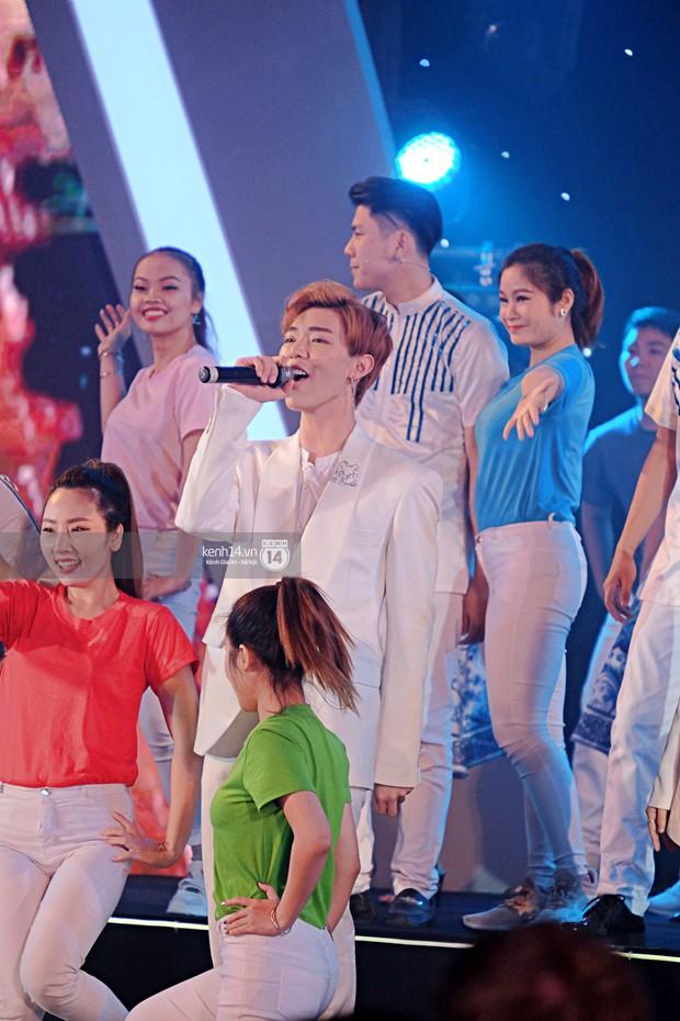 Siêu sao Crazy Rich Asians Dương Tử Quỳnh rạng rỡ bên chồng quyền lực, Min và Erik cực nhiệt tại sự kiện ở Hà Nội - Ảnh 16.