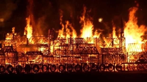 4 công trình lịch sử tại châu Âu từng bị quỷ lửa tấn công như Nhà thờ Đức Bà Paris - Ảnh 7.