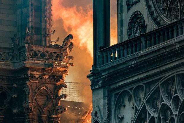 Nước mắt thằng Gù trên tháp chuông nhà thờ Đức Bà: Gần 1000 năm lịch sử, ai sẽ phục dựng lại cho nước Pháp và nhân loại? - Ảnh 3.