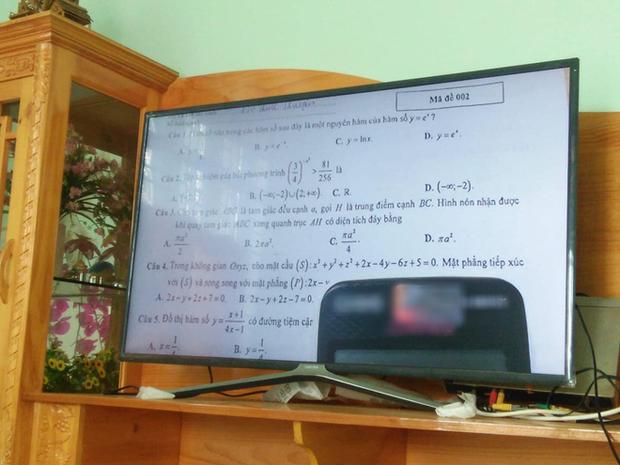 Thấy con học nhiều, mẹ bảo ra xem TV cho thư giãn và cái kết không nhịn được cười - Ảnh 1.