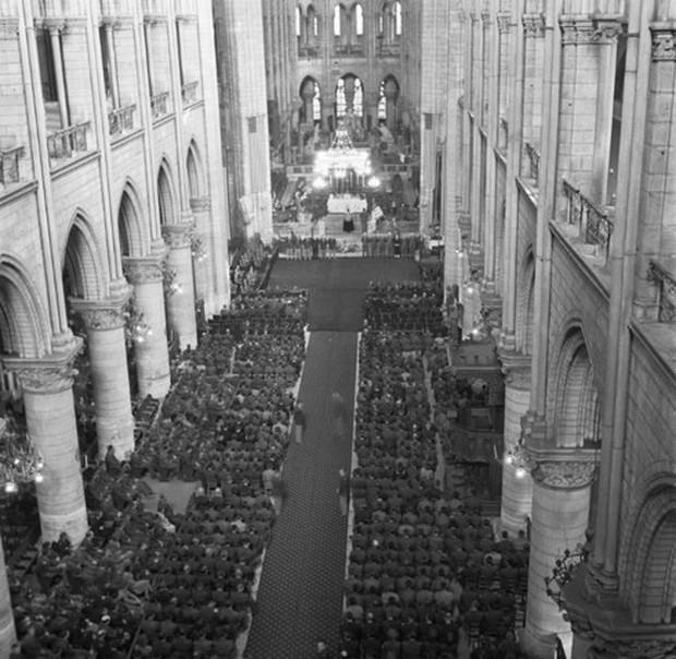 Nhà thờ Đức Bà Paris: 8 thế kỷ thăng trầm trước khi bị lửa dữ nuốt chửng - Ảnh 2.