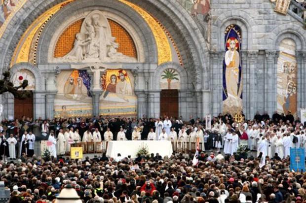 Nhà thờ Đức Bà Paris: 8 thế kỷ thăng trầm trước khi bị lửa dữ nuốt chửng - Ảnh 8.